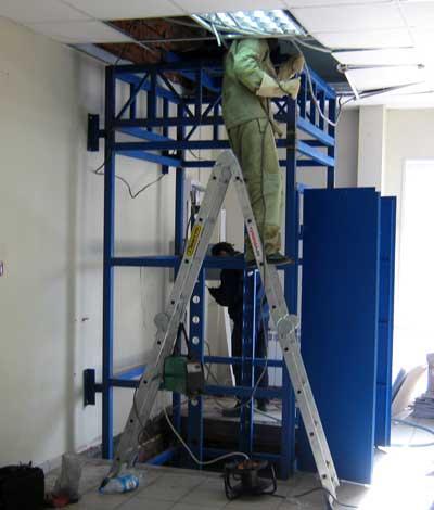 Подъемник грузовой вертикальный